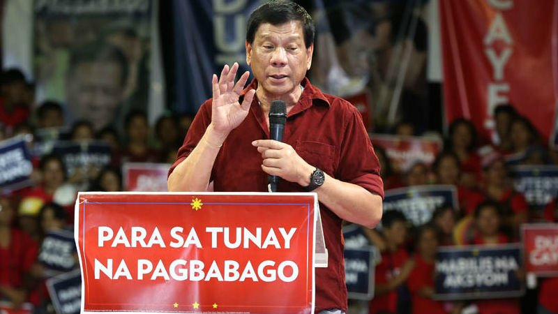 "SCOUT'S HONOR? Davao City Mayor and presidential aspirant Rodrigo Duterte vows ""real change"" during his proclamation rally in Tondo on Tuesday. MARIANNE BERMUDEZ"