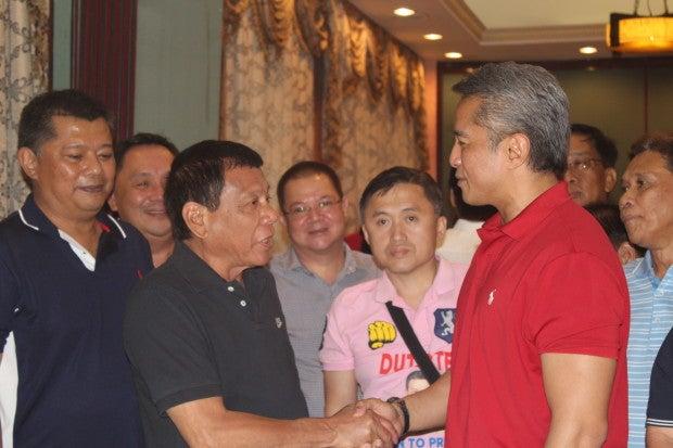 Presidential candidate Davao City Mayor Rodrigo Duterte forges an alliance with Cavite Governor Jonvic Remulla. Nestor Corrales/INQUIRER.net