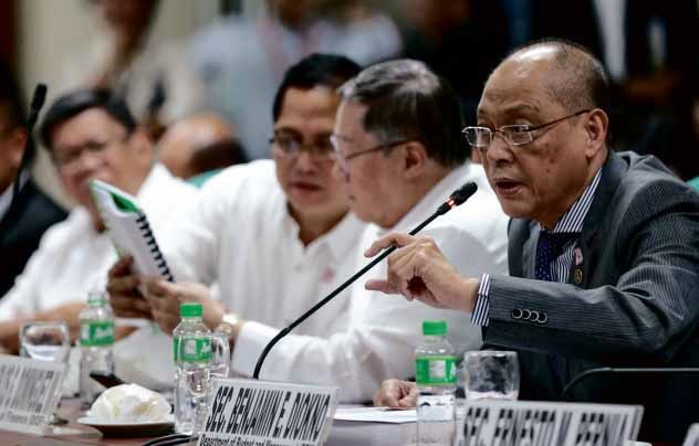 BUDGETHEARING Budget Secretary Benjamin Diokno defends the proposed 2017 National Expenditure Program during a hearing of the Senate committee on finance. Beside him is Finance Secretary Carlos Dominguez. LYN RILLON