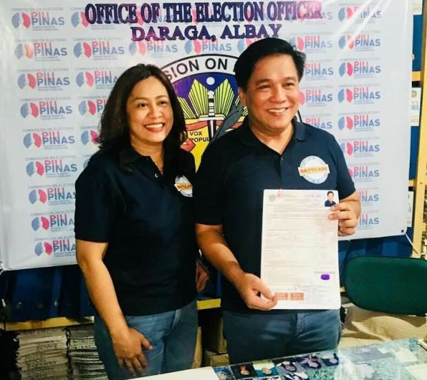 Rodel Batocabe with wife Gertrudes at Comelec office in Daraga