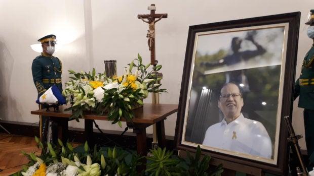 Moira, Jaya offer songs at tribute for ex-president Aquino