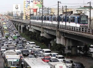 Traffic builds up near Edsa-Kamuning in Quezon City as people head back to the metropolis at the end of the holiday break. Traffic flow on expressways in Central and northern Luzon, however, has been reported to range from light to moderate.  RAFFY LERMA